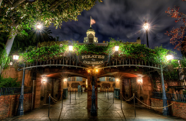 Pirates-entrance-at-night.jpg