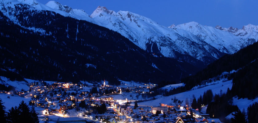 austria_seefeld_valley-view-night