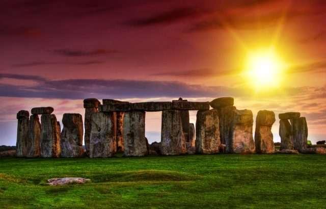 Stonehenge-Amazon-640x410
